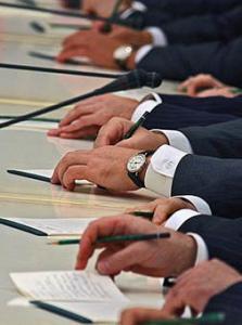 Журналисты будут передвигаться по дому правительства в сопровождении сотрудников спецслужб. Фото: Kommersant