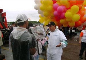 Воздушные шары унесли католического священника в открытый океан