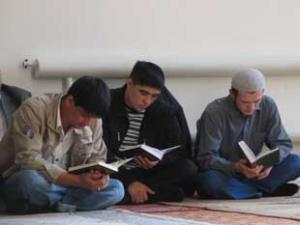 Имамы выступили в защиту книг