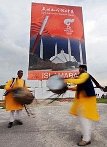 Пакистан принимает Олимпийский огонь