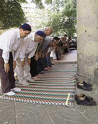 Большие испытания болгарских мусульман