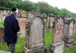 Евреи единодушно осудили акт вандализма на мусульманской части кладбища во Франции