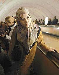 Девушек в хиджабах не берут на работу