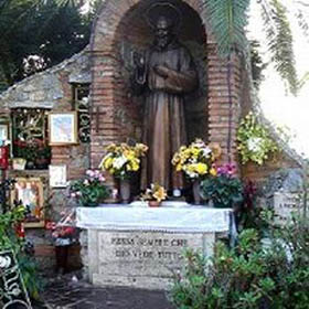 Тело падре Пия покоится в часовне в Сан Джованни Ротондо