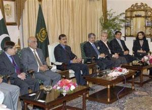 Президент Пакистана привел к присяге новое правительство страны