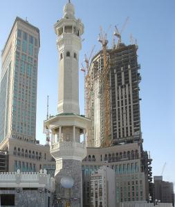 Строительство современных отелей вблизи Заповедной мечети уже сегодня меняет привычный облик Мекки
