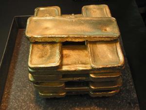 Таксист вернул пассажиру 9,5 кг золота и 40 тыс долларов