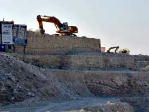 Израильские бульдозеры расчищают площадку для строительства новых поселений. Фото: russianamerica.com