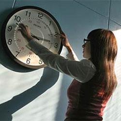 Многие россияне за отмену сезонного перевода часов