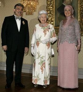 Абдуллах Гюль с супругой Харуннисой встречаются с королевой Елизаветой Второй