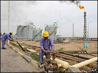 Иракское правительство привлекает иностранные инвестиции в нефтяную отрасль