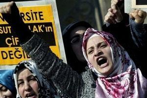 Турчанки протестуют против запрета на хиджаб