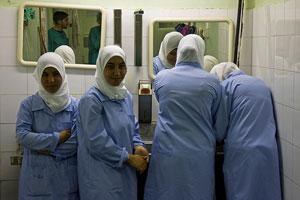 Студентки не намерены отказываться от хиджаба, несмотря на давление университетской администрации