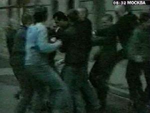 Массовая драка кавказцев со скинхедами, есть раненые