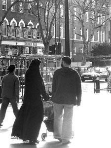 Британская полиция запретила американцам проповедовать христианство в мусульманских районах