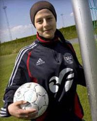 Женская сборная Дании по футболу усилилась игроком в хиджабе