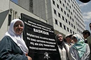 Турецкое правительство обсуждает кризис вокруг хиджаба