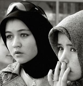 Отчисленным из-за запрета на хиджаб студенткам потребовалась помощь медиков