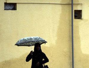 Многие жительницы Дубаи вынуждены часами ждать автобуса, в котором есть места для женщин