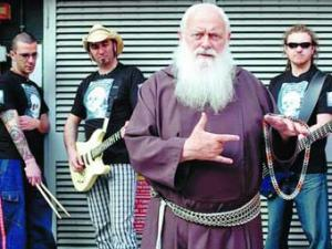 Итальянский монах выпустил второй альбом в стиле хеви-метал