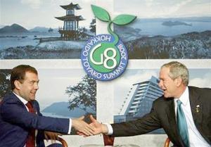 """Буш считает Медведева """"толковым парнем"""""""