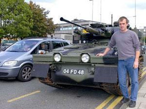 Немецкая семья купила танк для поездок за продуктами