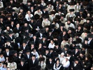 Толпа ортодоксальных евреев пыталась учинить расправу над двумя палестинцами