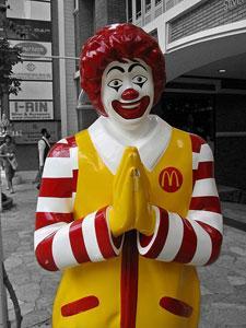 """Американцы обвинили """"Макдональдс"""" в пропаганде гомосексуализма"""