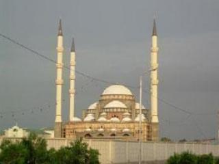 Проблемы на российской таможне осложняют строительство самой большой мечети в Европе