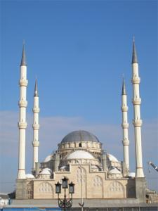 Самая большая мечеть Чечни открылась в Грозном