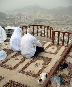 Саудовская Аравия намерена остановить рост цен на паломнические туры в Мекку