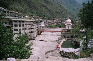 В давке у индуистского храма погибли 145 человек
