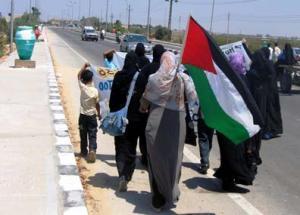 Три последние километра солидарные с осажденными египтяне прошли пешком