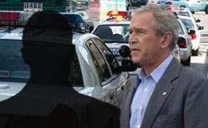 """У арестованного молодого американца обнаружена карта загородной резиденции Буша с отметками маршрута президентского кортежа, бронебойные патроны и инструкция """"как убивать с расстояния в 200 метров"""""""