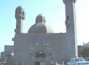 В результате взрыва в мечети в Баку погибли три человека