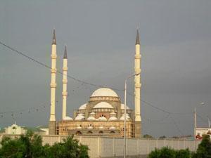 Открытие самой большой в Европе мечети перенесено на октябрь