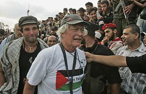 Международные правозащитники высадились на побережье сектора Газа