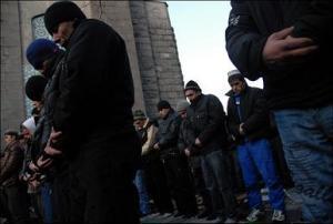 """Молящихся парней выгнали из мечети пожилые прихожане за """"ваххабизм"""""""