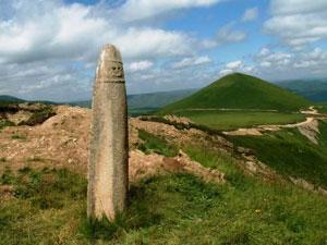 В Кабардино-Балкарии неизвестные сбросили в пропасть древнего идола
