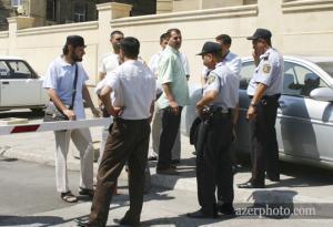 Мусульман Баку не пустили на территорию мечетей