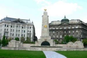 Венгерская полиция защитила от неофашистов памятник советским воинам-освободителям