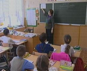 Количество школьников в России сократилось почти вдвое