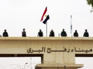 Египет снова закрыл границу с сектором Газа