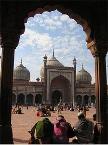 Индийские богословы: запретив родственникам проституток посещать мечеть, мулла сам нарушил исламский закон