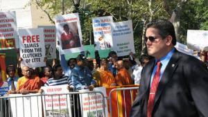 """Представители малых народов провели """"день независимости"""" возле ООН"""