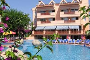 Сотрудники отеля в Турции уволены за связи с постояльцами