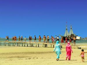 Власти Аланьи запретят туристам разгуливать по городу в бикини и плавках