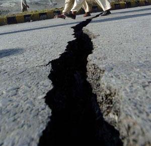 В Азии произошло еще два сильных подземных толчка. Иран подсчитывает жертвы вчерашнего землетрясения