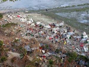 Шторм смыл с берега тысячи жителей Бангладеш