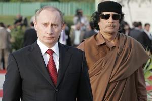 Владимир Путин и Муаммар Каддафи во время визита в Ливию 16-17 апреля 2008 г.
